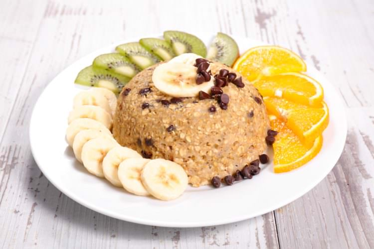 """""""bowl cake"""", oatmeal with fruit, egg and milk"""