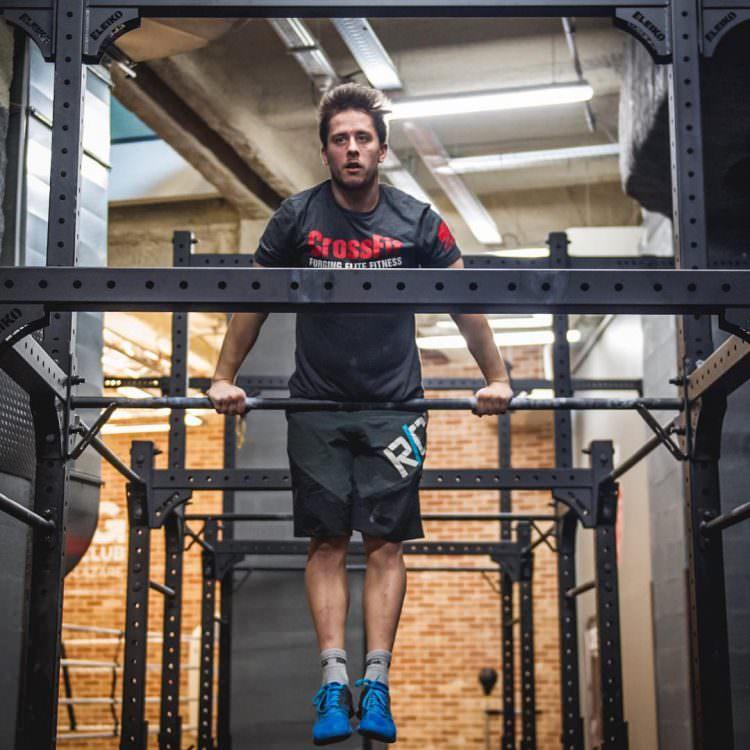 N'oublie pas d'aller plus haut et de voir plus grand ✌️ ! Partage ta motivation avec le hashtag #cmgsportsclub . #pasdexcuse #CrossFit #CMG #fitness #fitspo #wod #workout #muscleup