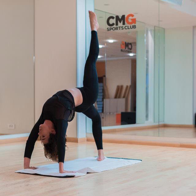 Sport amp lgance yoga posture balance fitness fitgirl cmgsportsclub
