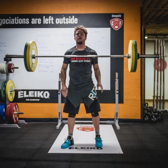 En mode lvitation crossfit levitation weightlifting fitspo cmgsportsclub pasdexcuse